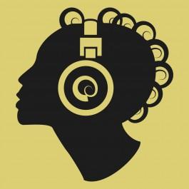 Nő fülhallgatóval