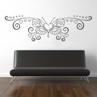 Pillangó szivecskékkel falmatrica